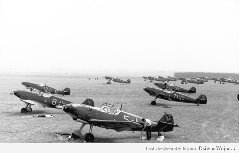Flugzeuge Messerschmitt Me 109 auf Flugplatz