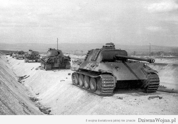 Kolumna Panter Ausf A i Ausf G Wegry marzec 1945