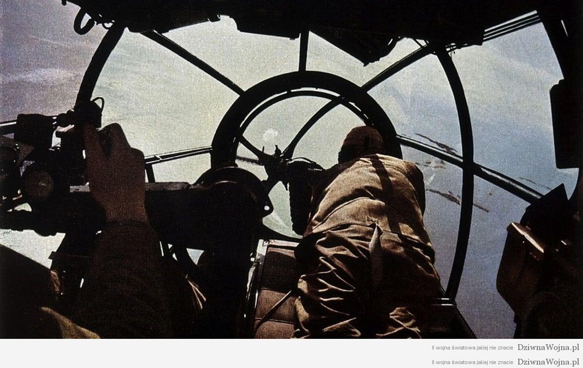 samolot he 111 przelatuje nad wielka prytania 1942