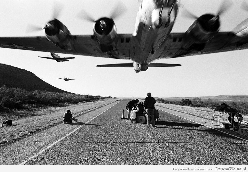 Boeing B-17G podczas niskiego przelotu 2