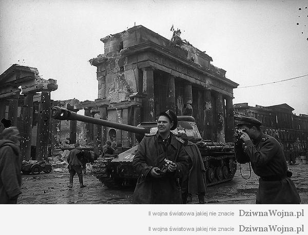 Jewgienij Chaldej przy pracy Berlin 1945