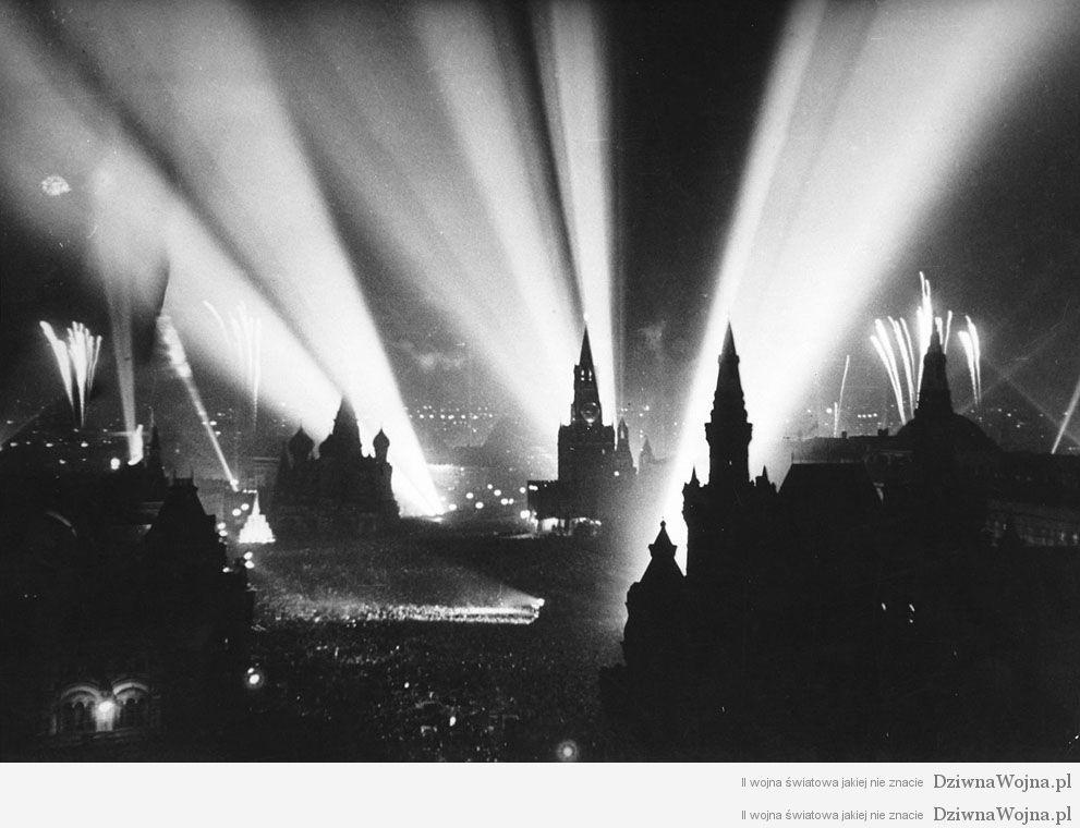 Obchody zakonczenia wojny na placu czerwonym 9 maja 1945