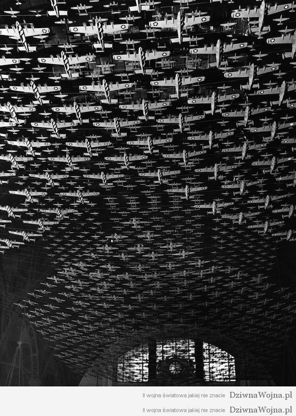 Setki samolotow pod sklepieniem Union Station w Chicago 1943