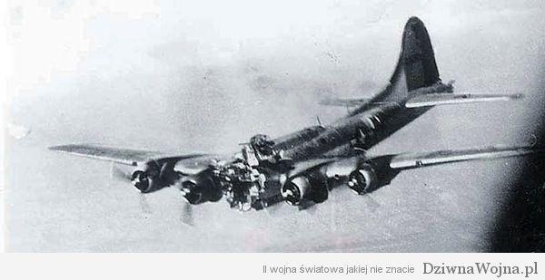 Zmasakrowany B-17 utrzymuje sie w powietrzu