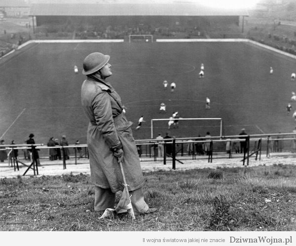Charlton Athletic v Arsenal na stadionie The Valley 7 grudnia 1940