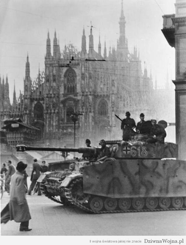 PzKpfw IV na Piazza del Duomo w Mediolanie