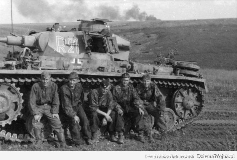 Bundesarchiv_Bild_101III-Zschaeckel-208-25,_Schlacht_um_Kursk,_Panzer_III