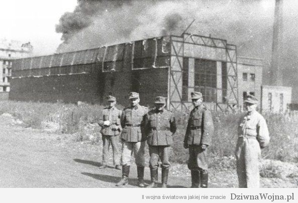 Ursus_factory_in_Warsaw_set_on_fire_during_Warsaw_Uprising