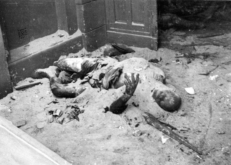 Warsaw_August_1944_-civilians_burned_by_German_Army