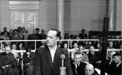 """Niepokólczycki podczas procesu pokazowego, źródło: """"Robotnik"""", 1947, Wikimedia Commons"""
