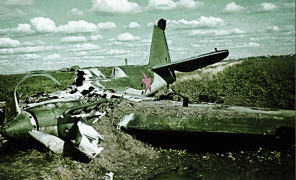 Soviet-AF-SB-2bis-bomber-force-landed-wreck-lies-abandoned-in-a-field-Barbarossa-1941