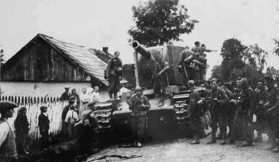 Tank_KV2_eastern_front_1941_1